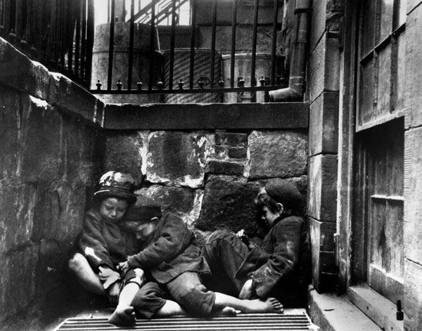 Children sleeping on Mulberry Street, New York, NY c.1889 (Image Credit: Jacob Riis)